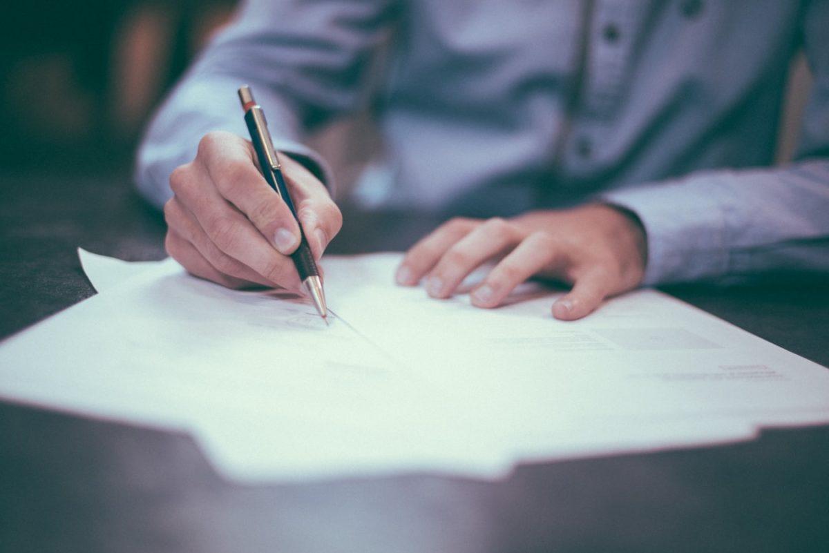 Papier firmowy, a satysfakcja klientów – co warto wiedzieć