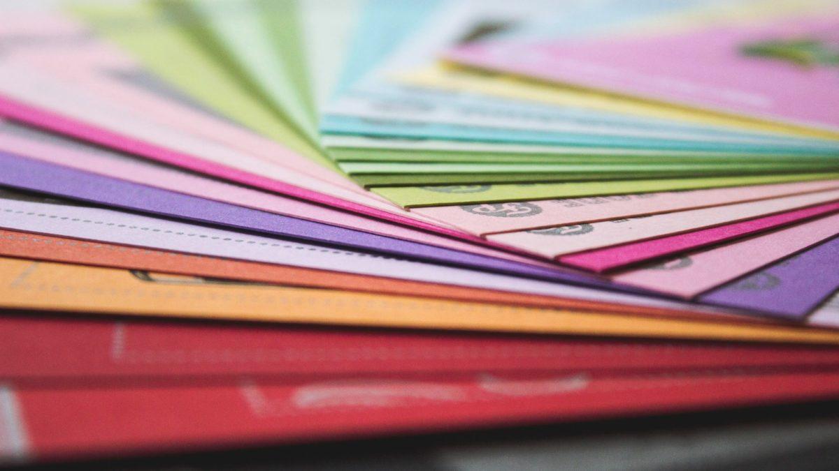 Teczki ofertowe – jak detale mają wpływ na dobry biznes